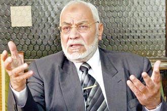 أنباء عن استقالة مرشد الإخوان المسلمين.. وتصعيد العريان يثير أزمة