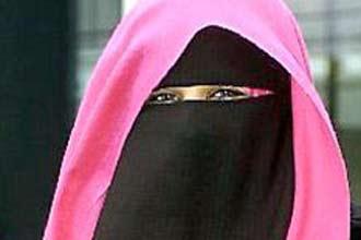 UK college bans Muslim student over burka spat