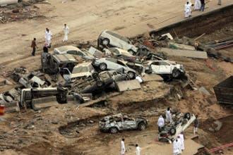 ارتفاع عدد قتلى فيضانات جدة إلى 105