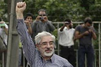 موسوي يطلق مبادرة من 5 نقاط لحل الأزمة في إيران