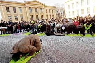 Thousands demonstrate in Oslo prophet cartoon