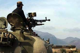Pakistan kills 30 Taliban near Afghan border