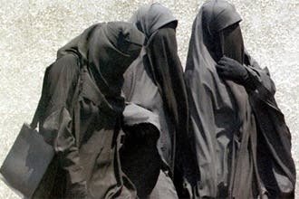 """استطلاع للرأي يؤكد """"تأييد"""" معظم الكنديين لحظر النقاب"""