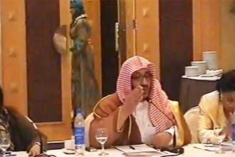 """انتقادات لظهور """"النجيمي"""" وسط كويتيات رغم تحريمه للاختلاط"""