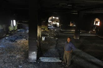 مستوطنون إسرائيليون يحرقون مسجدا بقرية فلسطينية جنوب نابلس