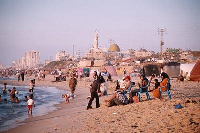 Hamas bans water pipes for Gaza women