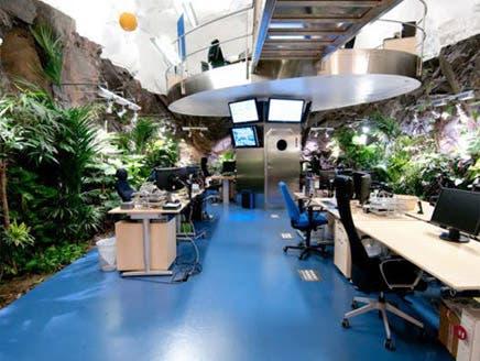 بالصور: ويكيليكس يواصل مشاغباته تحت 30 متراً من الصخور والأبواب الفولاذية