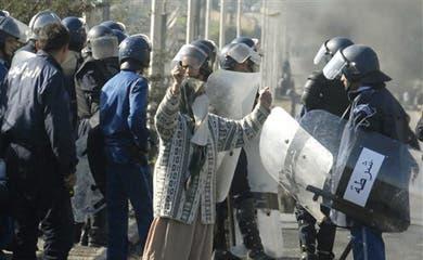 Five dead, 800 injured, 1,000 arrests in Algeria