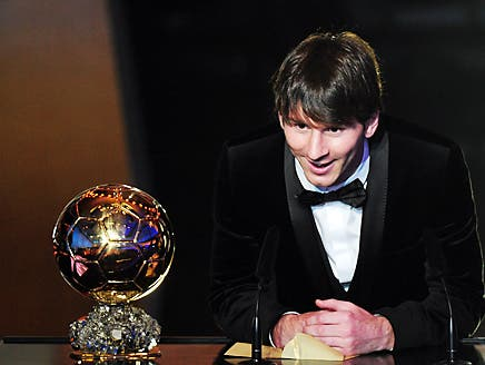 """الأرجنتيني ميسي يحرز جائزة الكرة الذهبية """"فيفا"""" لأفضل لاعب في 2010"""