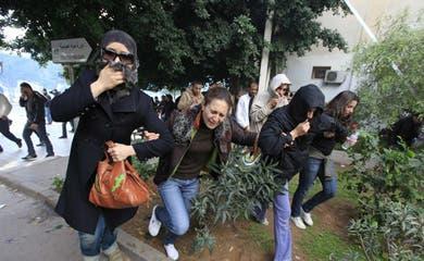 Women keep wary eye on Tunisian revolt