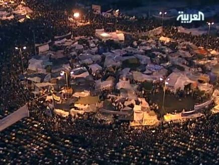 مصر على أعتاب الجمهورية الرابعة وسط خيارات التنحي والانقلاب والتفويض لسليمان