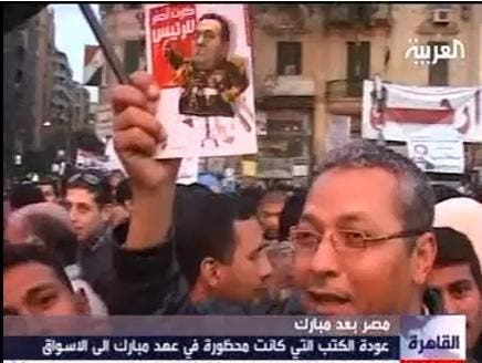 Egyptian flock to buy previously banned books