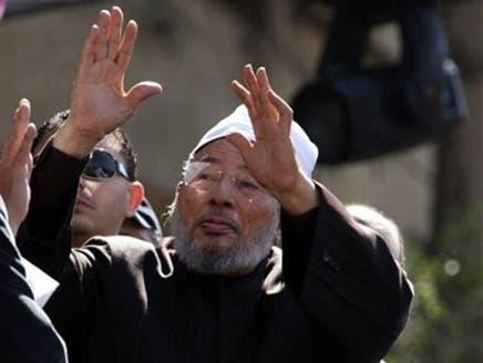 رجال أمن يحيطون بالقرضاوي يمنعون غنيم من اعتلاء منصة ميدان التحرير