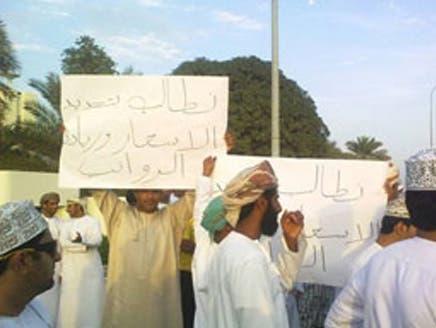 مقتل متظاهريْن في احتجاجات وحرق منزل والي صحار بسلطنة عُمان