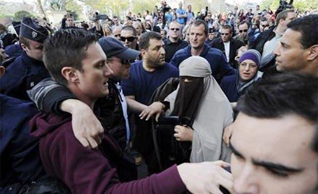 Defying burqa ban in France