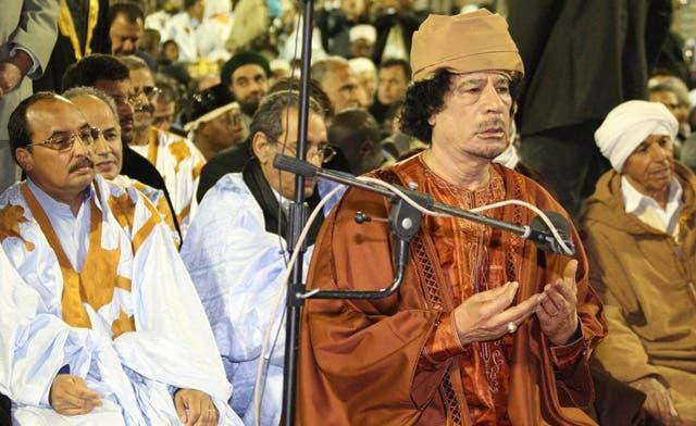 Qaddafi woos tribes, fears defeat