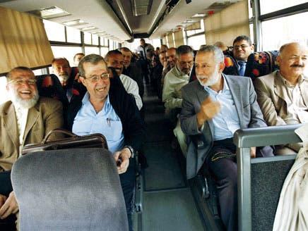 فتح وحماس والفصائل الفلسطينية توقع وثيقة المصالحة في القاهرة