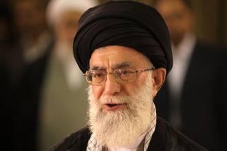 """آیت الله خامنه ای خواستار مبارزه  با """" دشمنان خدا """" در سوریه شد"""