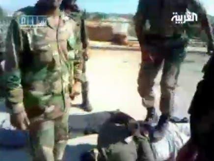 جنود سوريون: عناصر من الجيش اغتصبوا نساء أمام أزواجهن وأطفالهن