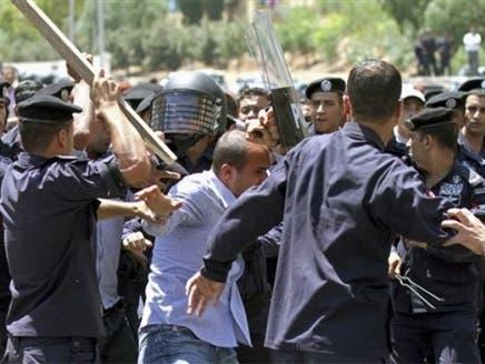 """مئات المحتجين يخرجون بعد صلاة الجمعة بالأردن في مسيرة لـ""""إصلاح النظام"""""""