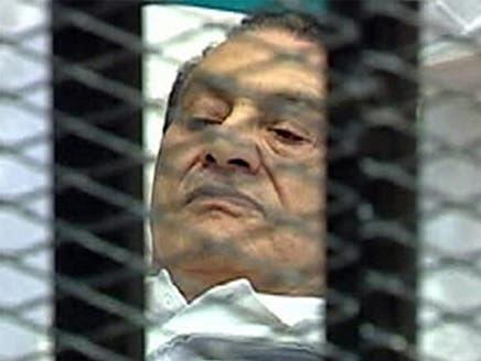 النيابة المصرية تستدعي محامياً اتهم مبارك بضرب الأمن المركزي عام 86