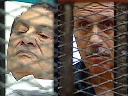 صحيفة تنشر نص حوار هامس في الزنزانة بين مبارك ونجليه والعادلي