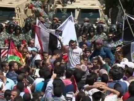"""مئات المصريين يتوافدون على السفارة الإسرائيلية في جمعة """"طرد السفير"""""""