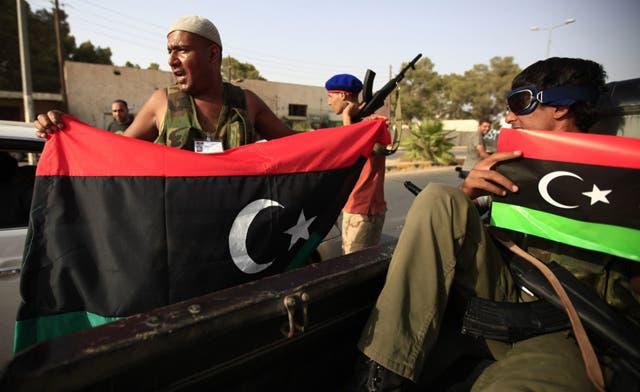 Rebels tell Qaddafi town to 'raise the white flag,' expect Bani Walid to fall soon