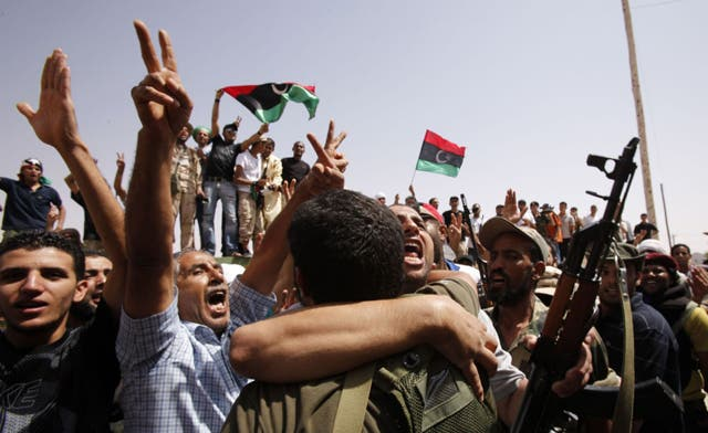 Libyan army convoy crosses into Niger amid chaotic Qaddafi manhunt