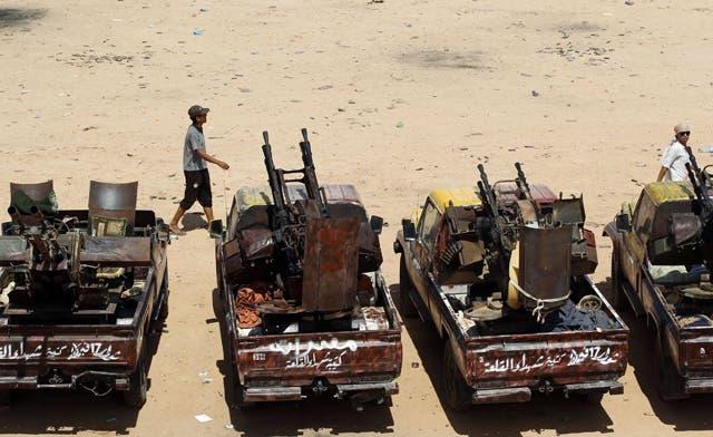 Tribal friction and informants cripple advance on Qaddafi's remaining bastion