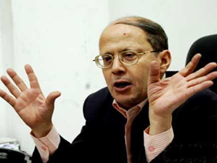 قنديل: انتقاد جهاز المخابرات وراء أول حالة مصادرة صحفية بعد ثورة يناير بمصر