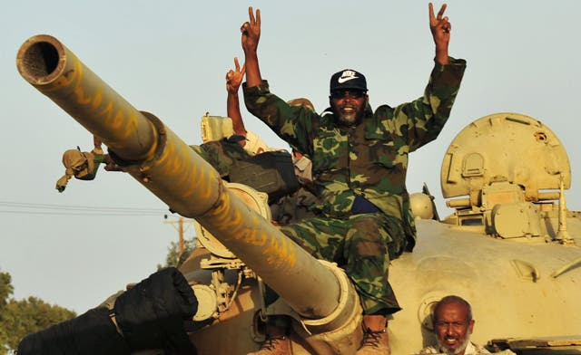 Libya's NTC readies new push into Sirte; Qaddafi forces attack town on Algeria border