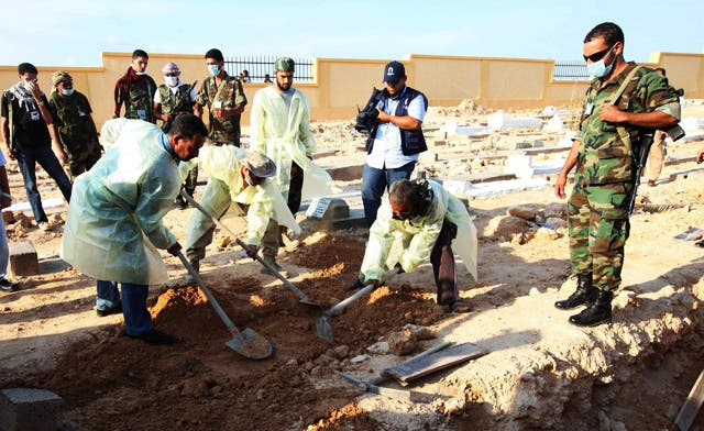 NTC discovers two mass graves containing as many as 900 bodies near Tripoli