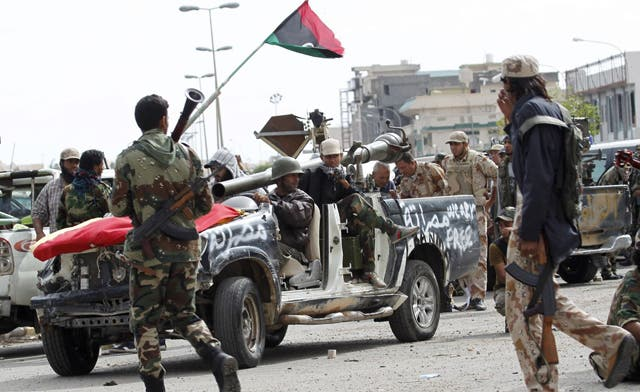 Diehard Qaddafi loyalists in last-ditch Libya battle; NATO deal reopens airspace