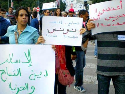 """حقوقيات تونسيات: """"النهضة"""" ارتدت فستان الديمقراطية والحريات وخلعته بعد الفوز"""