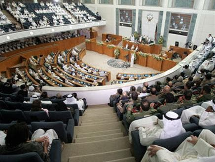 أمير الكويت يقبل استقالة حكومة الشيخ ناصر المحمد