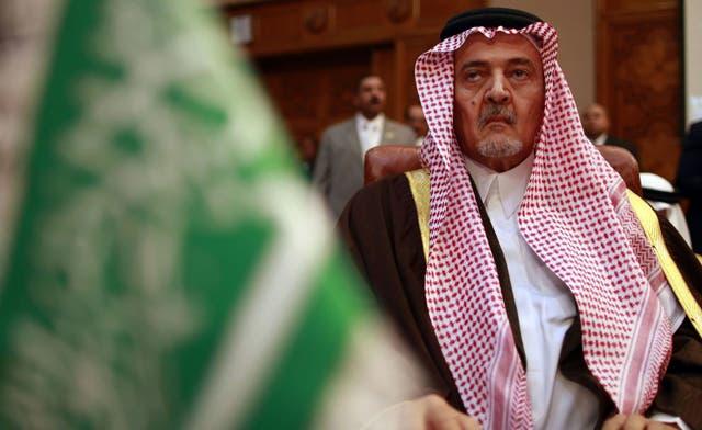Saudi Arabia withdraws its monitors from Syria; Arab League calls for power transfer