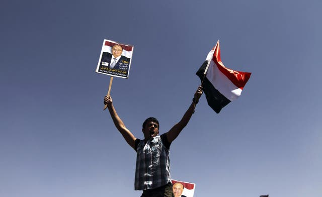 Yemen's Hadi takes oath as new president, promises to 'preserve country's unity'