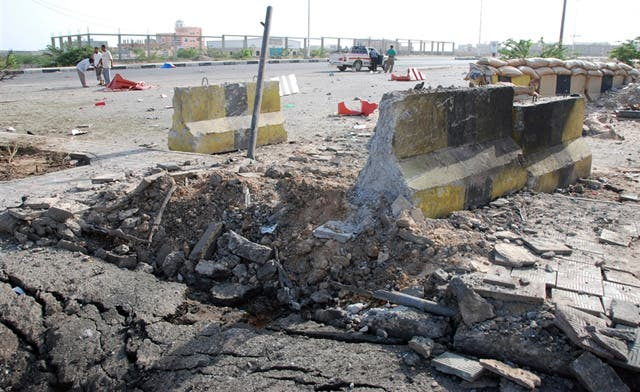 Days after similar attack, suicide bombing rocks a Yemeni Republican Guard camp