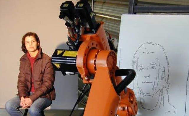 Robot artist 'draws' crowds at world's top tech air
