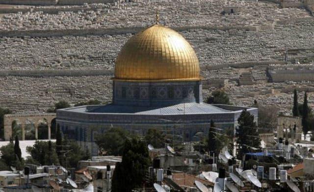 Israeli soldiers accused of violating status quo by raising flag near al-Aqsa mosque
