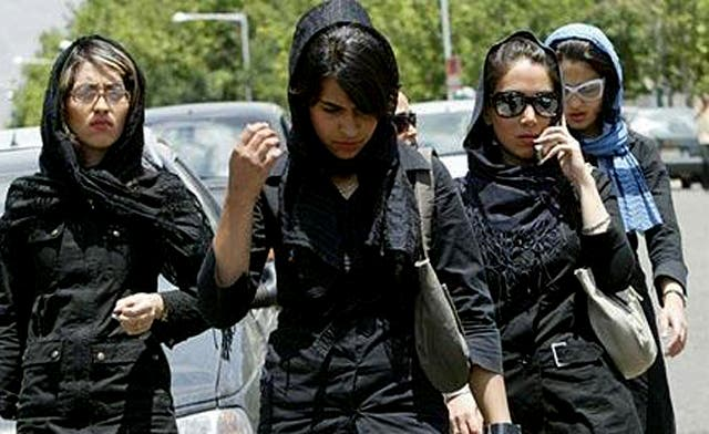 Women and tie-sellers targeted in Iran clothing crackdown