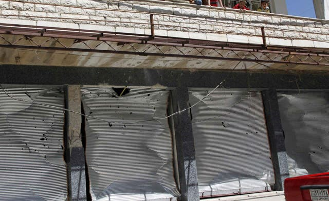 Damascus merchants put up shutters in challenge to Assad
