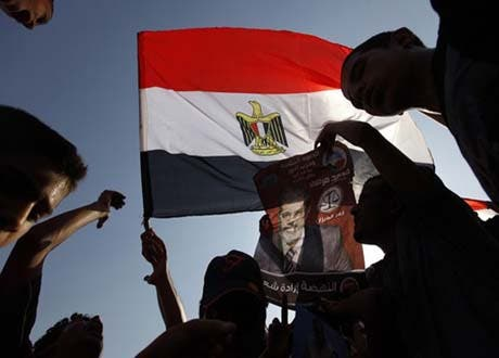 مصر: عبوری آئین کے خلاف قاہرہ اور دوسرے شہروں میں مظاہرے