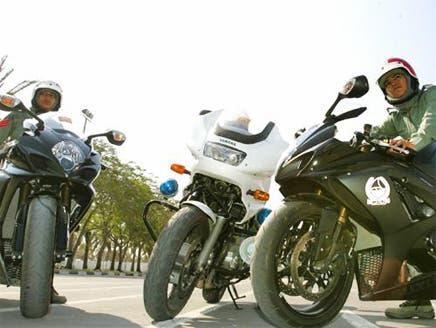 10% من شرطة دبي نساء.. ويتدرّبن بالعباءة