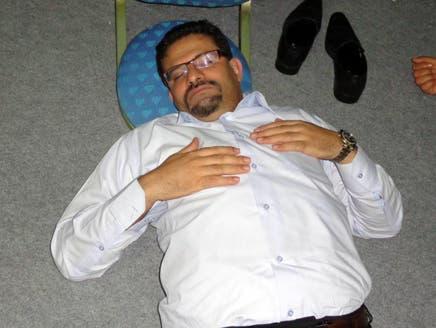 """وزير خارجية تونس نائم على الأرض في مؤتمر """"النهضة"""""""