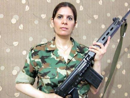 مهندسة سورية تركت عملها بكندا لتنضم إلى الجيش الحر