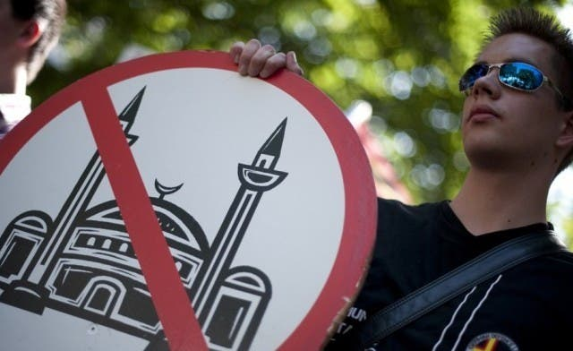 Far-right group shows Prophet Mohammed cartoon at Berlin mosque