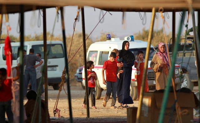 Around five hundred Syrians cross into Turkey
