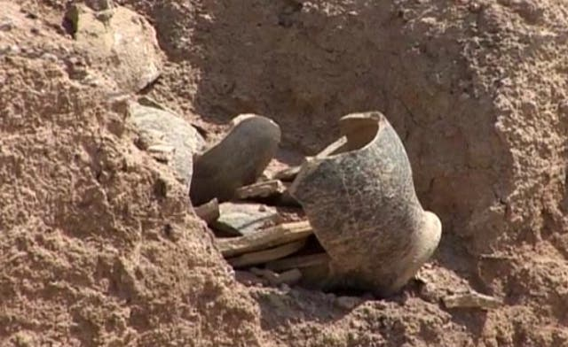 Archaeologists unearth temple structure and valuable artifacts in Southern Iraq